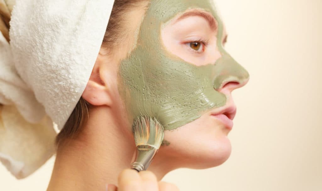 Want to try out some bentonite clay face masks but not sure where to start? Check out these 7 amazing options that you can either buy or DIY at home.