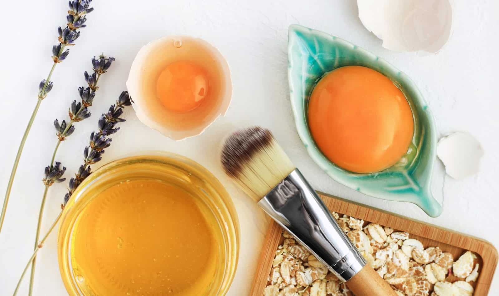 Looking for a few great face masks for glowing skin? We've got you covered! Check out our favorite ideas, including those you can buy as well as DIY!