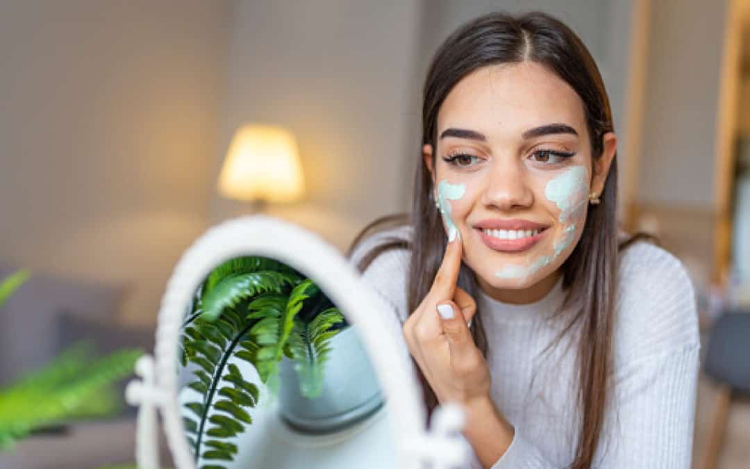 Looking for exceptional homemade face masks for dry skin? Maybe you prefer to just buy one? Either way, we've got you covered! Check out our top 7 favorites!