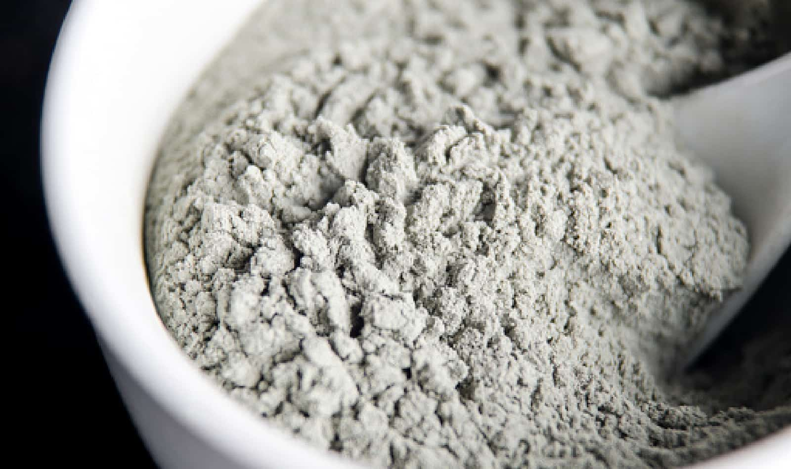 Let's talk about Kaolin clay for hair! We're looking at the best products to buy as well as cheap masks to DIY for stronger and healthier locks. Check it out!