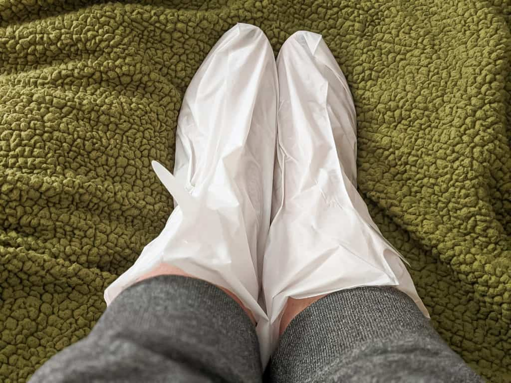 Looking for a detailed Aveeno Repairing Cica Foot Mask review to see if it's worth your money? Check out our guide to the pros & cons of this trendy treatment!