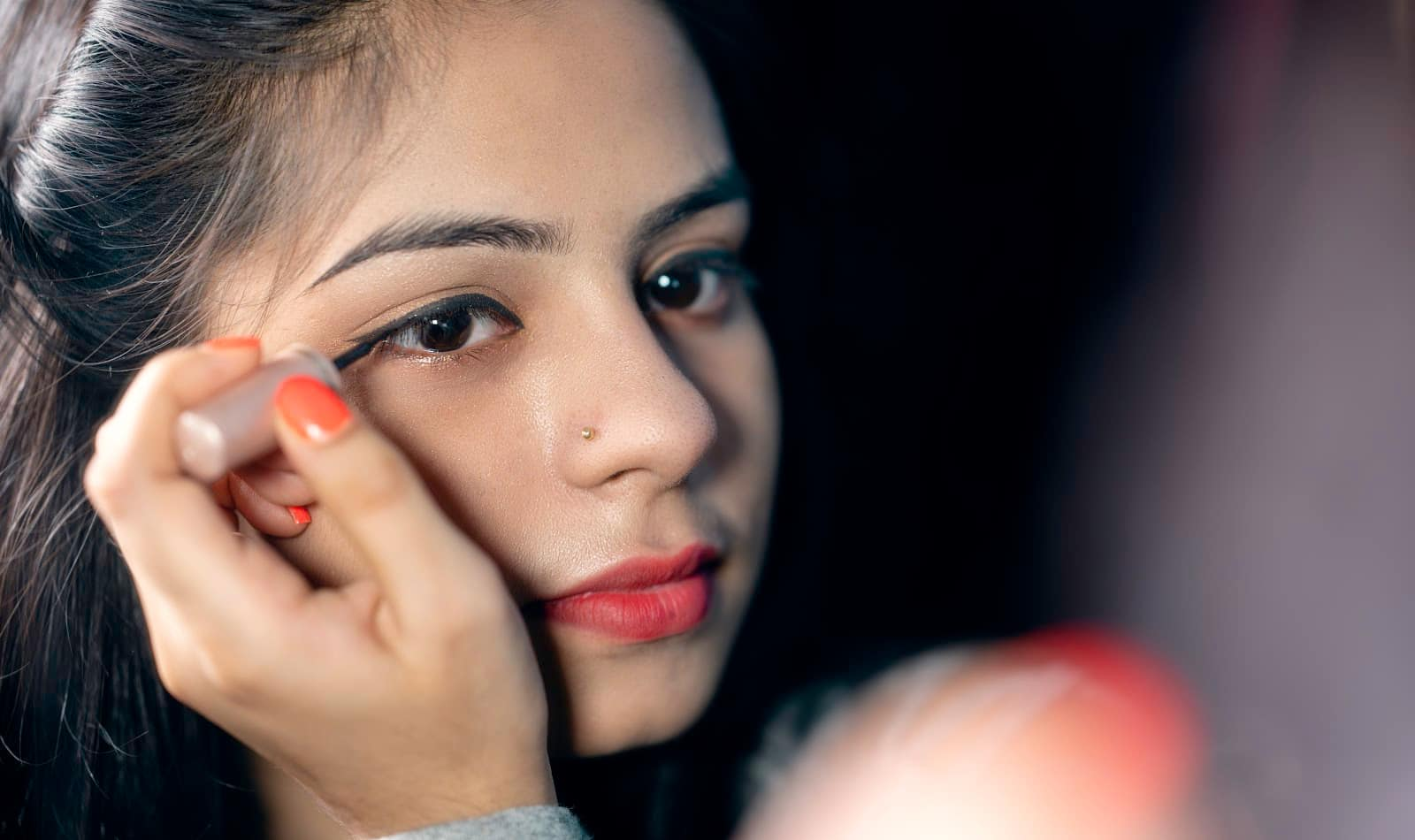 Knowing how to apply makeup to dry skin the right way can mean the difference between a dewy finish or a cake-like mess. Check out our tips for success!