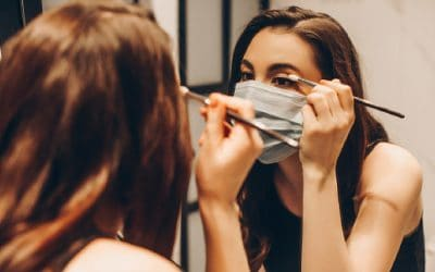 How to Keep Your Make Up on When Wearing a Mask?