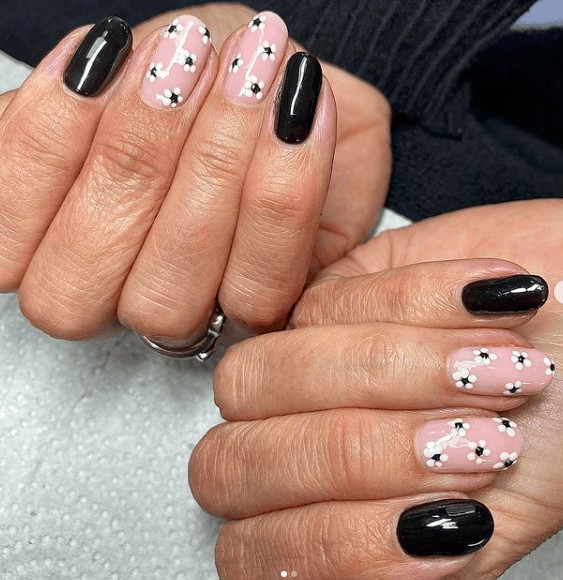 indie nail design black and white flower