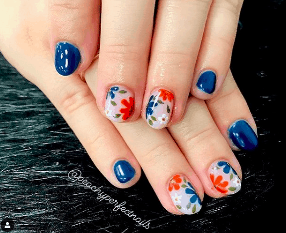 a cute Memorial Day Flowers nail design