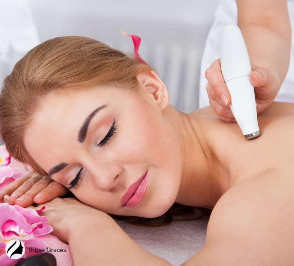 lady getting her body treated with the best microdermabrasion systems