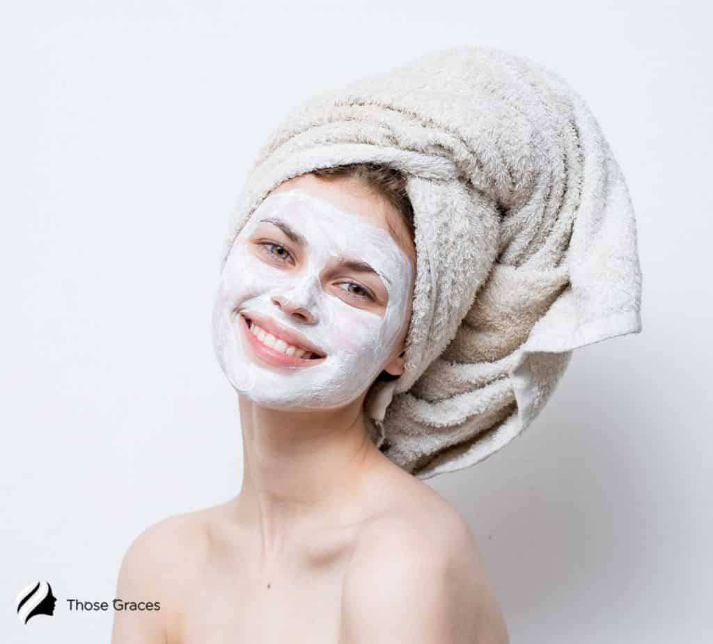 a cute smiling lady with wearing a bentonite face mask