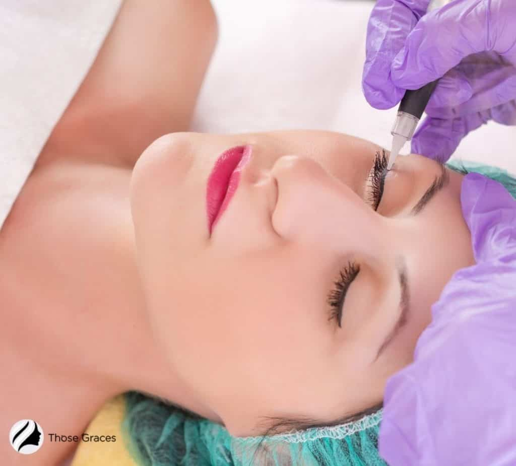 permanent makeup eyeliner procedure of a pretty lady