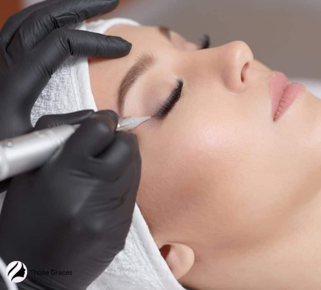 permanent tattoo eyeliner session of a pretty woman