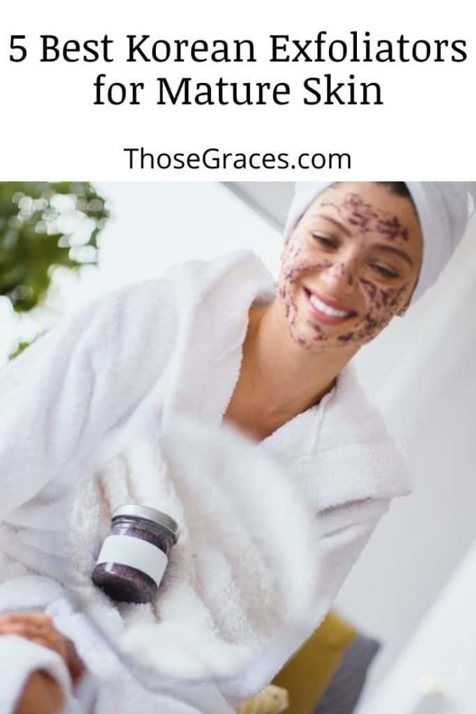 lady using coffee face scrub
