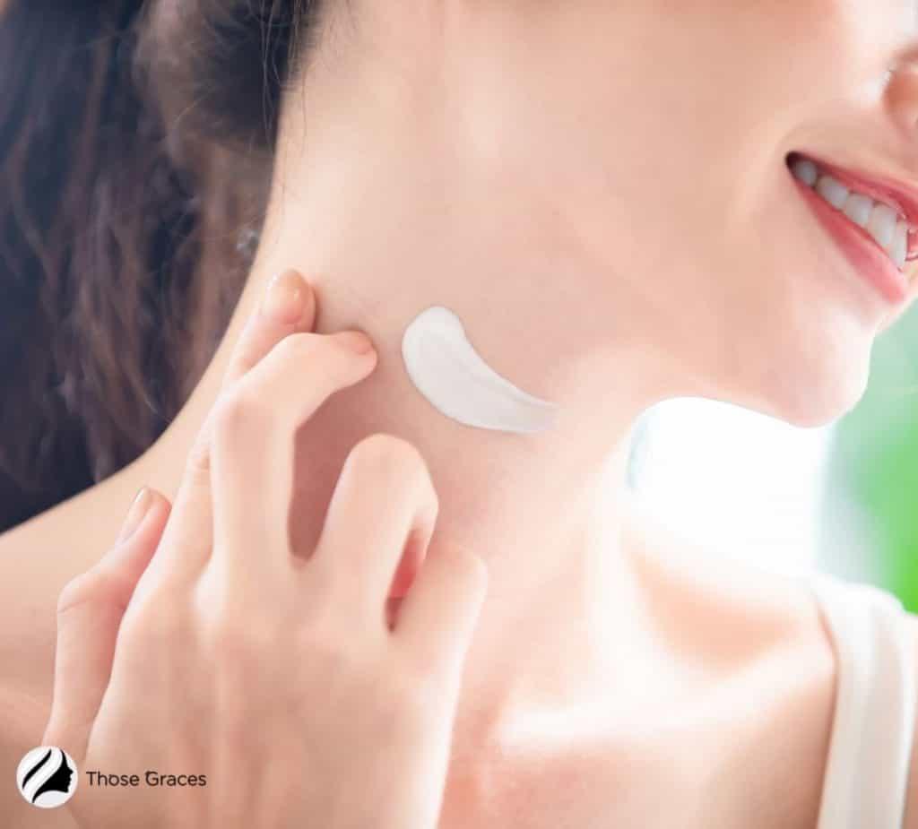 lady putting moisturizer on her neck